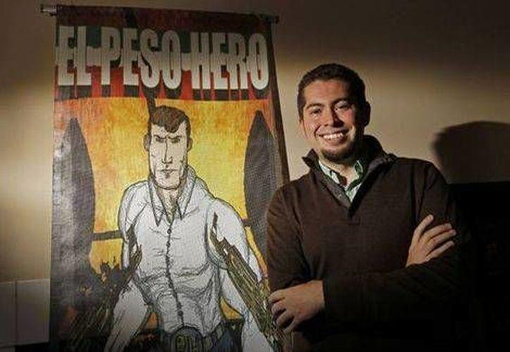 El maestro Héctor Rodríguez dice que creó a Héroe El Peso para inspirar a sus alumnos; el superhéroe protege a los migrantes y enfrenta a cárteles de las drogas y a policías corruptos. (Dallas News)