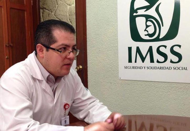 Roberto Campuzano indicó que en esta época aumentan las consultas. (Milenio Novedades)