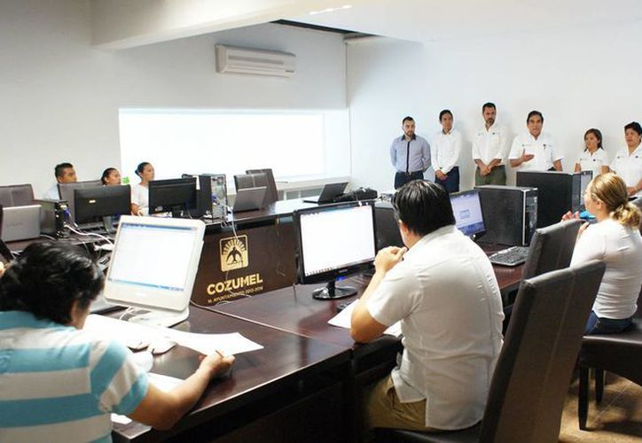 El taller fue dirigido al personal de la Dirección de Obras Públicas. (Cortesía/SIPSE)