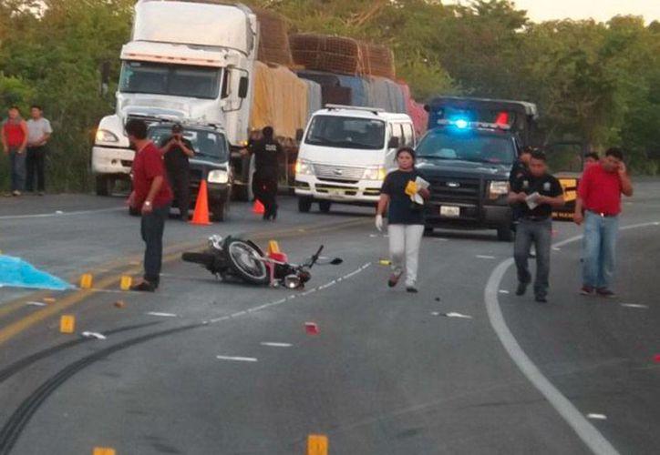 Un motociclista murió cuando, por el exceso de velocidad, perdió el control de la moto que conducía y cayó al pavimiento. (Luigui Domínguez/Milenio Novedades)