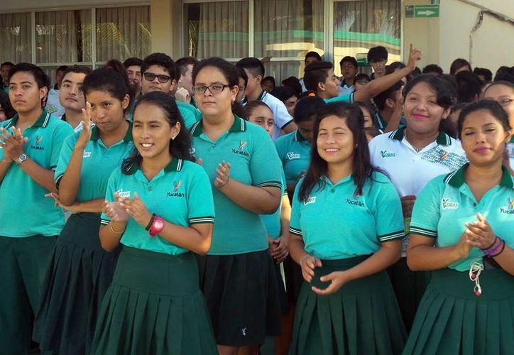 Los alumnos deben acudir a Dirección de Transporte local para solicitar su credencial. (Foto: Milenio Novedades)