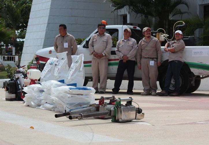 Este lunes Cozumel se unió a la Primera Semana Nacional contra el Dengue y Chikungunya. (Gustavo Villegas/SIPSE)