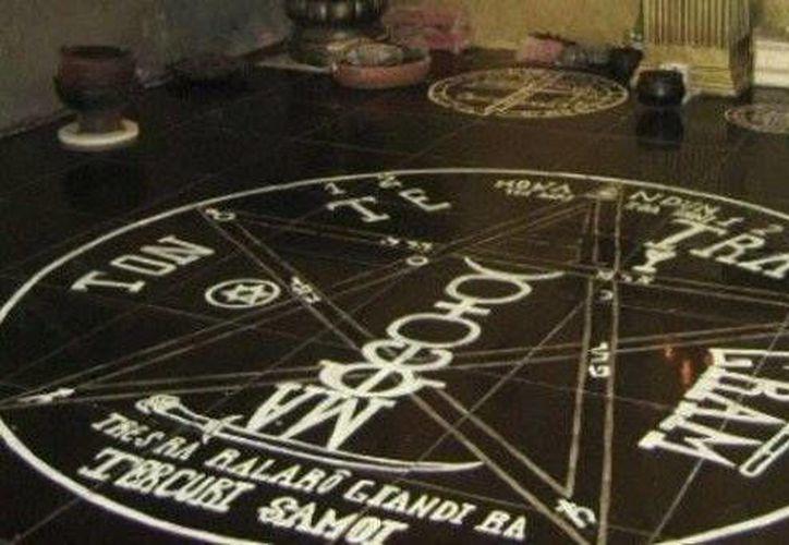 La estrella y el círculo en el piso son dibujos característicos de los rituales satánicos. (Jorge Moreno/SIPSE)