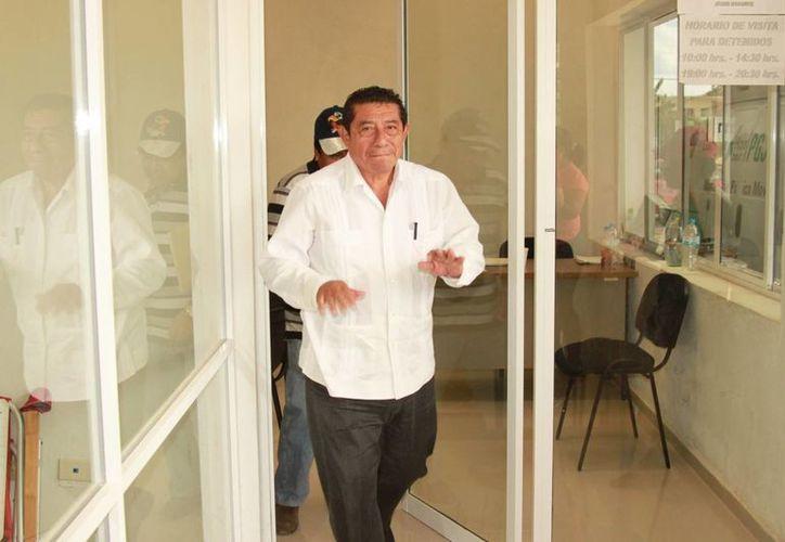 El ex presidente municipal se presentó a las instalaciones de la Subprocuraduría. (Manuel Salazar/SIPSE)