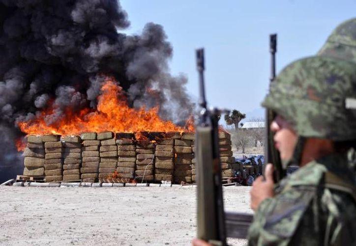 Incineración de uno de los decomisos de droga realizado por la Sedena. (Notimex/Archivo)