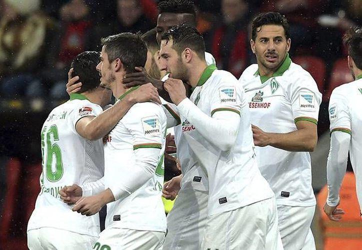 Con gran actuación de Claudio Pizarro, el conjunto del Werder Bremen venció  4 a 1 al Leverkusen en la Bundesliga Alemana. (EFE)