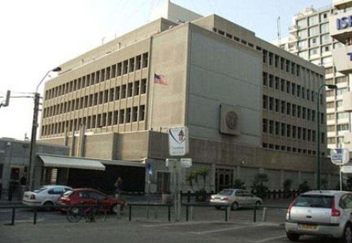 El vigilante abrió fuego al aire durante el ataque del que fue objeto en la embajada de EU en Tel Aviv. (www.hispantv.com)