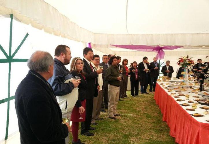 Por parte de la Uqroo asistieron el doctor Alfredo Marín Marín y el maestro Gilberto Campos Valdéz. (Cortesía/SIPSE)