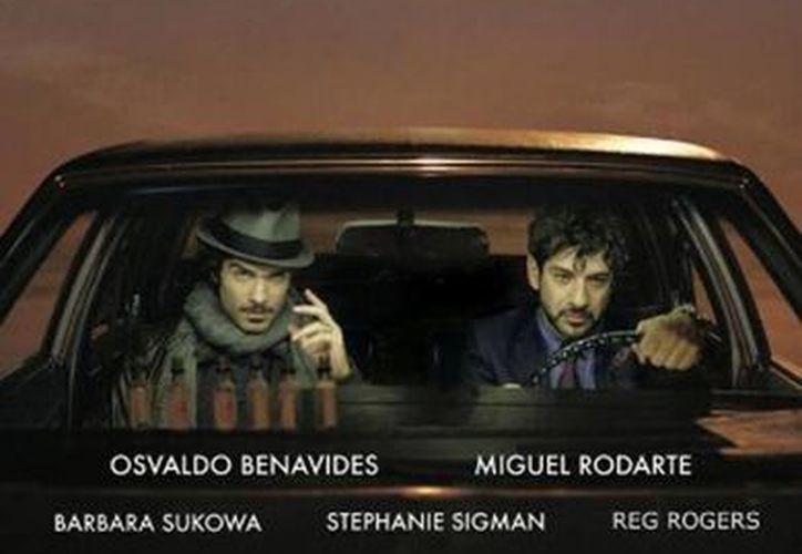 La cinta 'El cielo es azul' es protagonizada por Miguel Rodarte, Osvaldo Benavides y Stephanie Sigman. Imagen del póster oficial. (imdb.com)