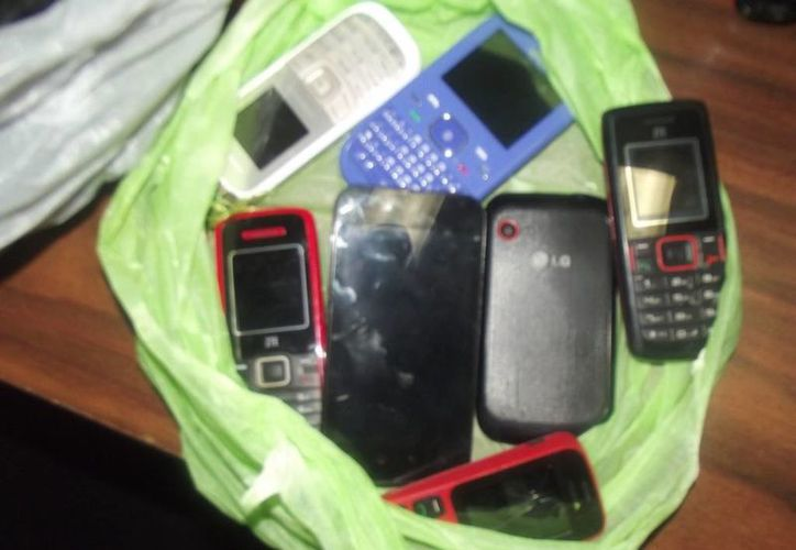 Los objetos decomisado el viernes pasado en el Centro de Retencion Municipal. (Yenny Gaona/SIPSE)