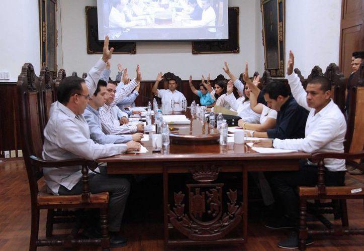 Sesión de Cabildo en la que se autorizó el nombramiento de Julio Sauma Castillo en la Dirección de Desarrollo Social de Mérida. (SIPSE)