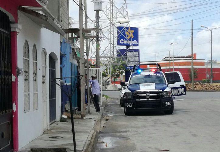 Un empresario fue sacado con violencia de su vivienda por tres hombres armados, la mañana del lunes, en Cancún. (Eric Galindo/SIPSE)