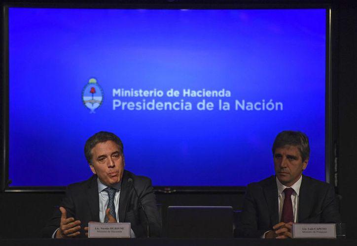 Anuncia gobierno argentino alza de interéses y freno en obra pública. (Fuente: AFP)
