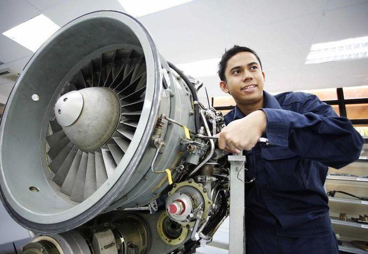 La Federación Mexicana de la Industria Aeroespacial estima que el sector manufacturero aeroespacial ocupa a 43 mil trabajadores directos. (corporativoquimicoglobal.com)