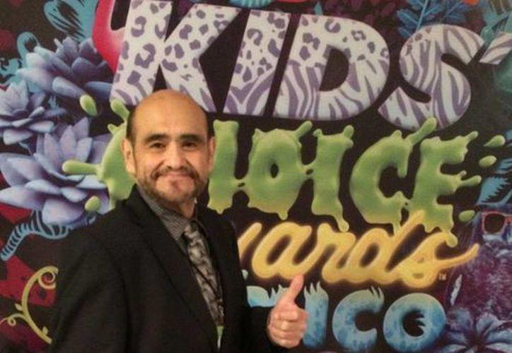 Édgar Vivar recibió el premio Leyenda en los Kids Choice Awards para 'El chavo del 8'. (Twitter.com/@varedg)