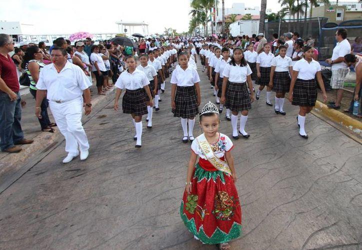 El desfile del 16 de septiembre será más breve este año en Cozumel. (Irving Canul/SIPSE)