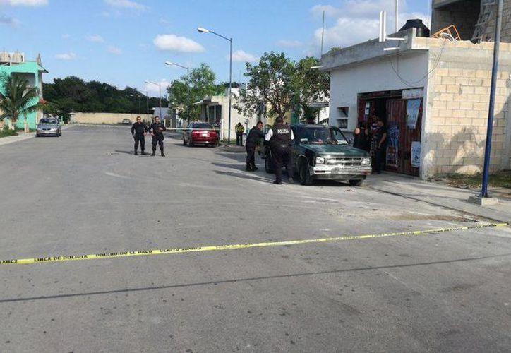 Las detonaciones de arma de fuego impactaron contra la entrada principal de la tiendita ubicada en Villas del Mar III. (Foto: Redacción)