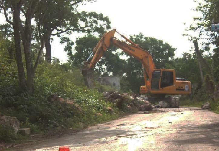 Para que el municipio destruya cerros, debe contar con un permiso de las autoridades que protegen el medio ambiente. (Carlos Yabur/SIPSE)