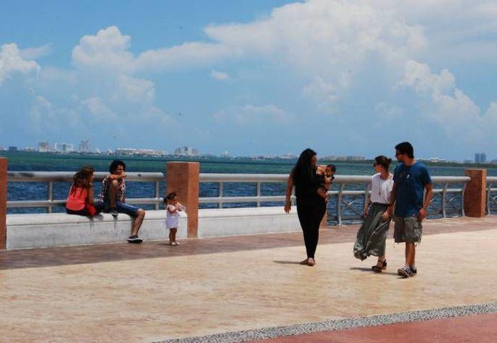 Buscan que el malecón sea un espacio de cultura y entretenimiento para los locales y los visitantes. (Archivo/SIPSE)