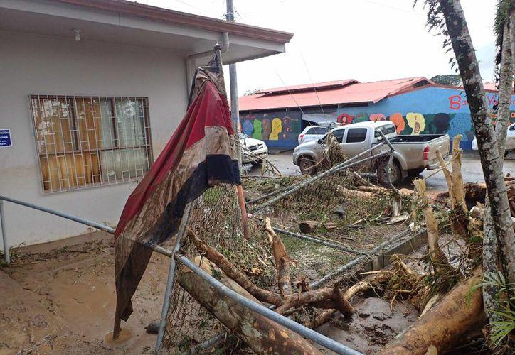 El servicio de emergencias costarricense recibió al menos mil 500 reportes de daños causados por la fuerza del huracán 'Otto'. (EFE)