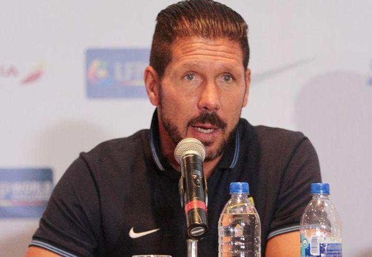El DT Diego Simeone destacó la fuerte ofensiva del Atleti al contar con Antoine Griezmann, Mario Mandzukic, Raúl García y el mexicano Raúl Jiménez. (Archivo Notiumex)