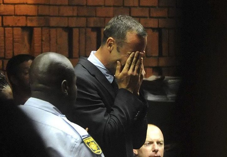 Al escuchar las acusaciones en su contra el deportista rompió en llanto en la corte. (EFE)