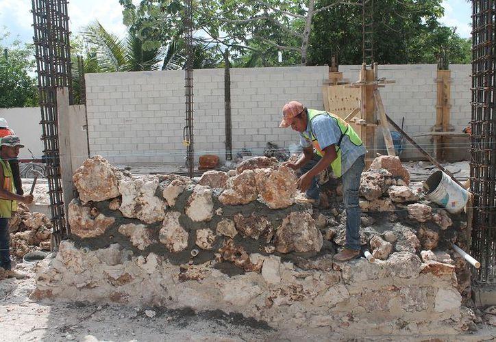 Desde finales del año pasado incrementó a demanda de mano de obra por la construcción de restaurantes y hoteles. (Javier Ortiz/SIPSE)
