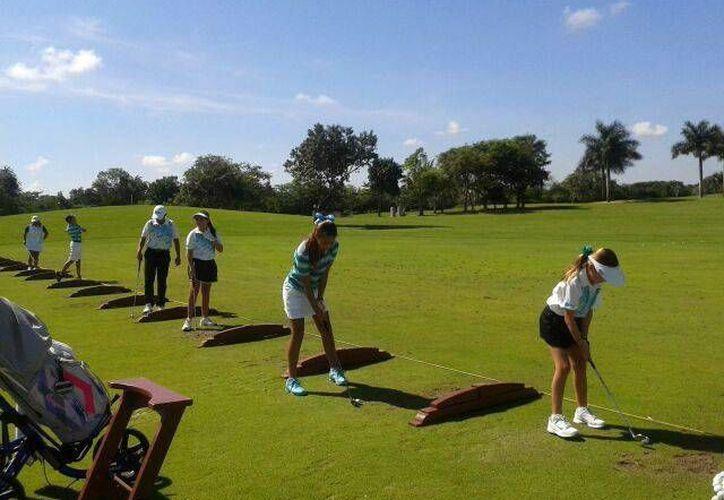 Antes del inicio del torneo se realizó una ronda de práctica. (SIPSE)
