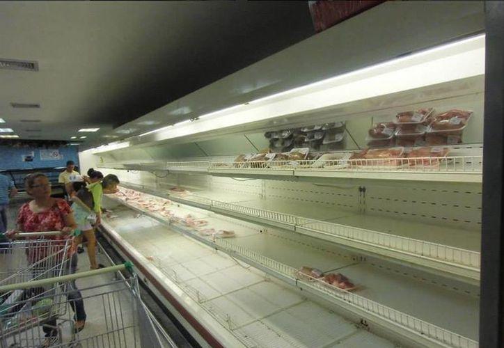 La ausencia de la carne y el pescado en los expendios públicos obedece a que sus precios siguen sin ser ajustados por el gobierno. (twitter/@blackdragon1802)