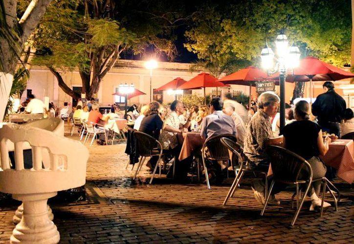 """Durante la """"Noche Blanca"""" los restaurantes incrementaron sus ventas en 40 por ciento. (Milenio Novedades)"""
