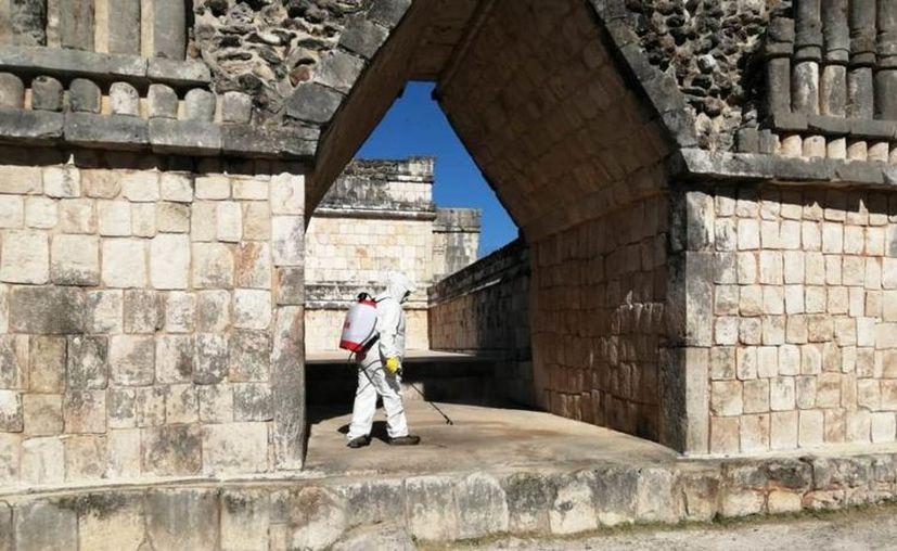 INAH realizó labores de desinfección en Uxmal. (Novedades Yucatán)