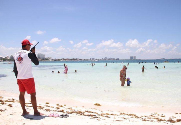 Se registraron tres ahogados en una semana en las playas de Cancún. (Eric Galindo/SIPSE)
