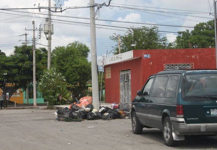 El diputado Francisco Torres Rivas denuncia que en Mérida hay deficientes servicios públicos. (SIPSE)