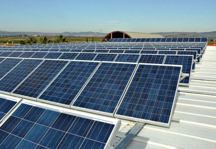 La energía solar contribuye a disminuir la huella de carbono. (Contexto/Internet)
