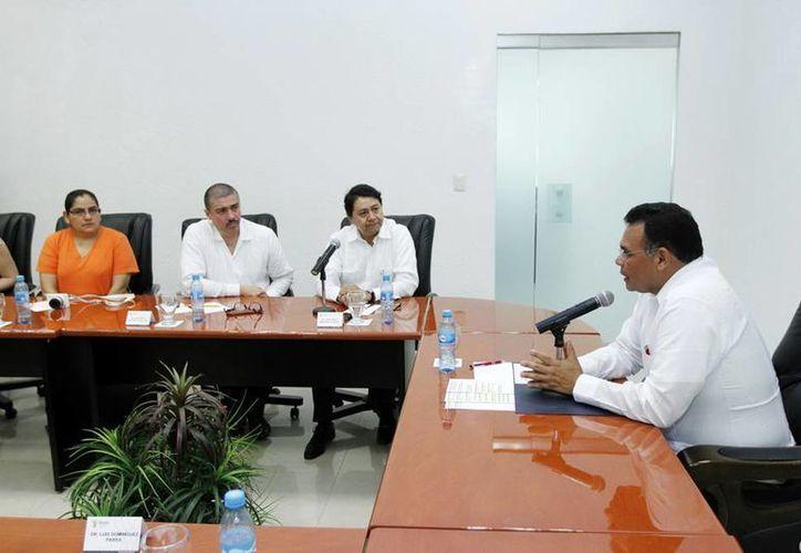 El Gobernador (d) agradeció que Mérida fuera elegida para los eventos de salud y ofreció su apoyo para las actividades. (SIPSE)