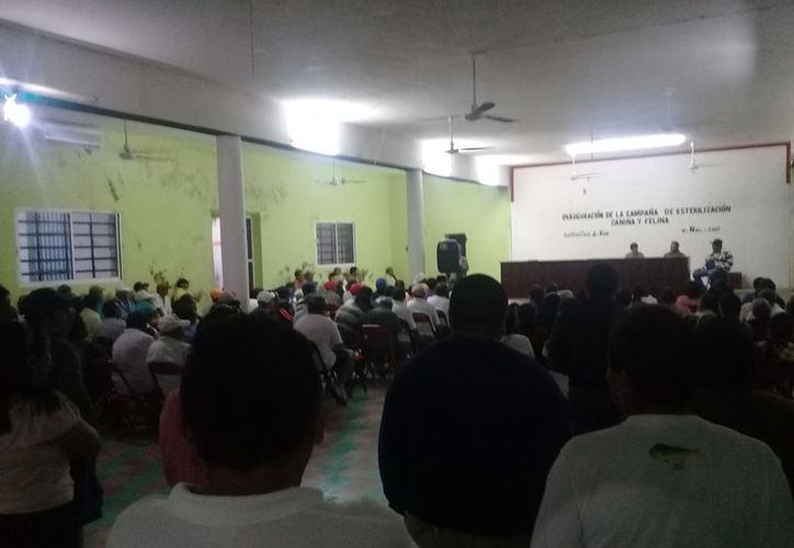 Un grupo de ejidatarios critica el trabajo que realiza el actual comisariado ejidal. (Raúl Balam/SIPSE)