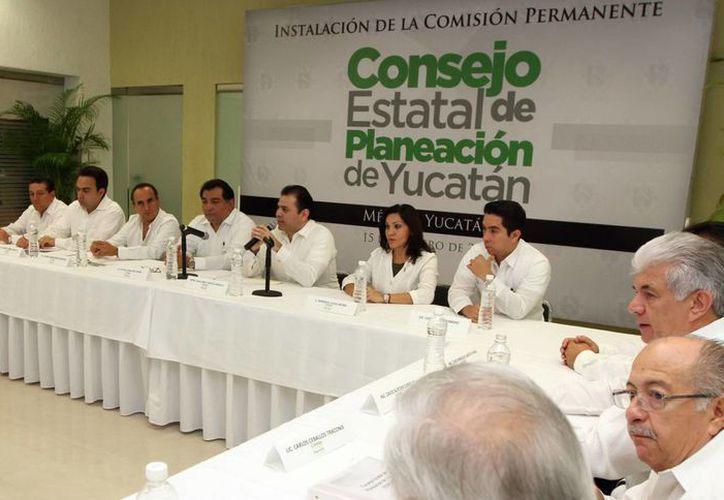 Integrantes del Coespy. El Plan Estatal de Desarrollo 2012-2018 deberá quedar listo antes de abril. (SIPSE)