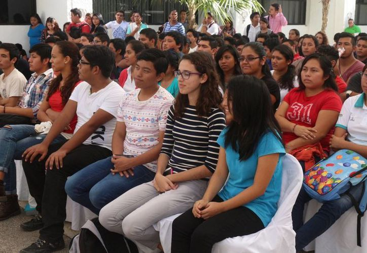 Tres de cada 10 alumnos de la Uqroo de Playa del Carmen abandonan sus estudios. (Adrián Barreto/SIPSE)