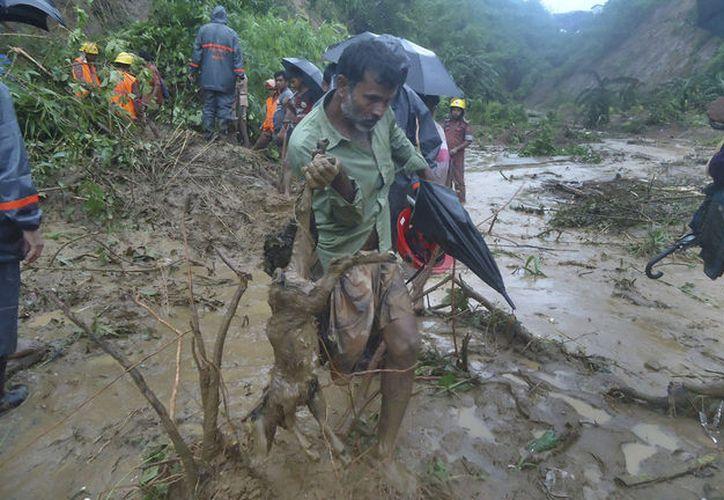 En Bandarban se registraron seis muertos y al menos otros 26 decesos. (AP).