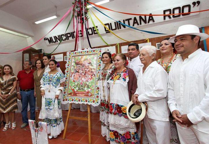 """El alcalde ofreció una conferencia en el salón """"Municipios de Quintana Roo"""" de Palacio Municipal. (Cortesía/SIPSE)"""