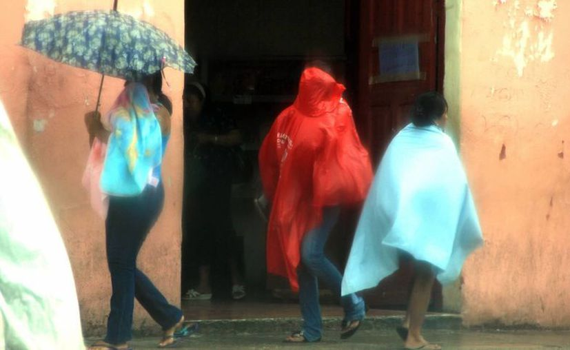 Los yucatecos han enfrentado más de dos semanas de lluvias. (José Acosta/SIPSE)