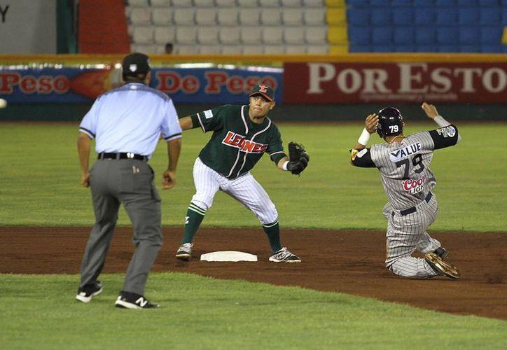 Leones de Yucatán perdió por paliza de 8x1 ante Sultantes de Monterrey, que había ganado 3x0 en el duelo previo. (Notimex)