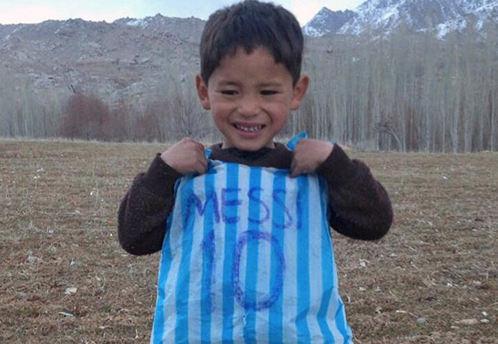 Por miedo a que lo secuestraran, la familia de Murtaza Ahmadi abandonó su casa y huyó de casa. (Twtter)