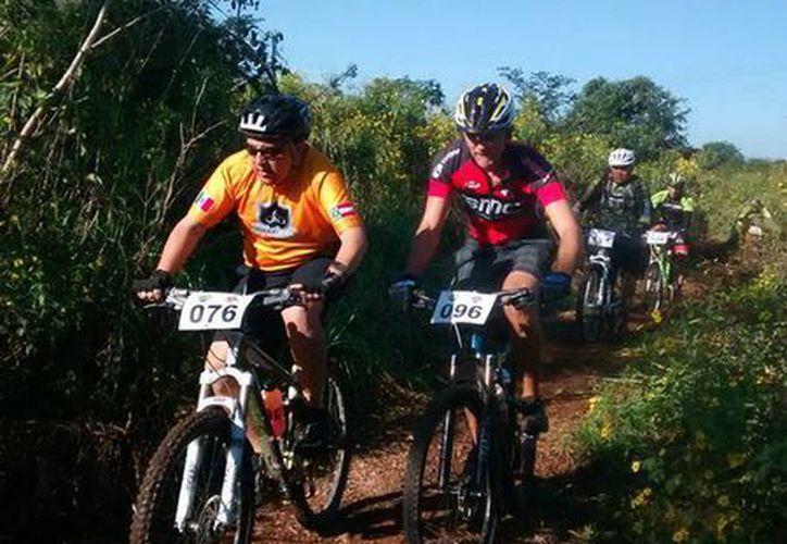 En el evento participaron 177 ciclistas en diferentes categorías. (Redacción/SIPSE)
