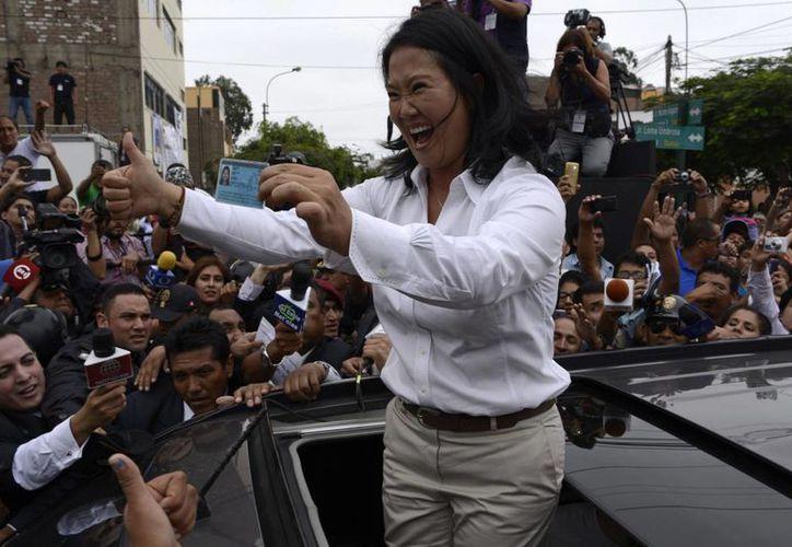 Casi 22 millones de peruanos fueron convocados a votar este domingo en Perú: al menos 37 por ciento de ellos votó por Keiko Fujimori. (EFE)