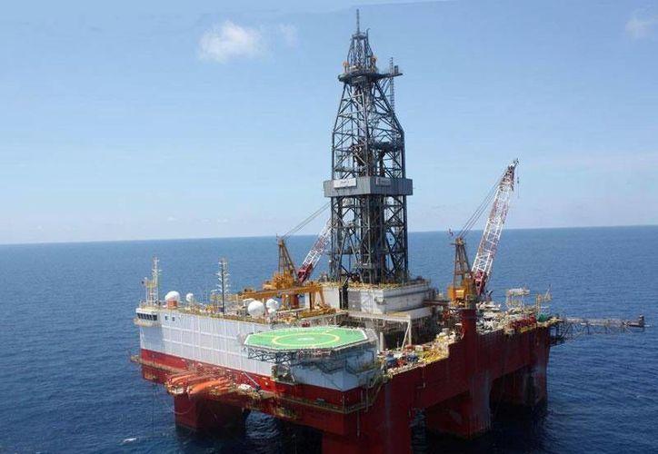 Al cierre de 2012 México producía 2.5 millones de barriles de crudo por día. (facebook.com/petroleosmexicanos)
