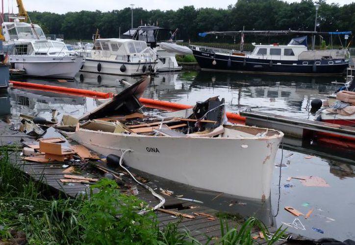 Resultaron dañados también otras dos embarcaciones y un automóvil en el puerto. (López Dóriga Digital)