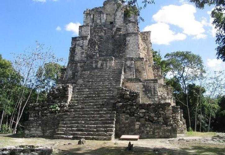 El sitio arqueológico está ubicado a 87 kilómetros de la capital. (Ernesto Neveu/SIPSE)