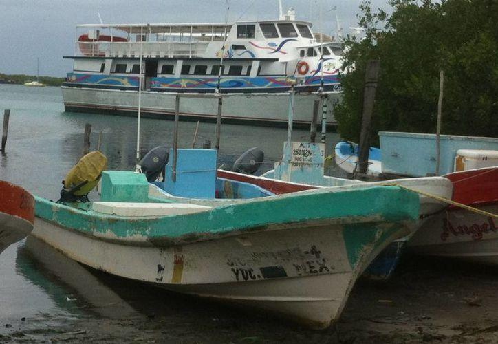 El abasto de productos de escama no se puede garantizar debido a que el mal tiempo impidió a pescadores realizar sus labores. (Lanrry Parra/SIPSE)
