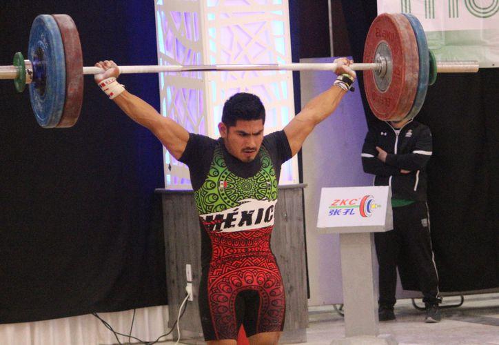 Lino Montes (foto) y Josué Medina, en la categoría de Primera Fuerza, así como Mauricio Canul, en Sub-17, cumplieron con su etiqueta de favoritos.